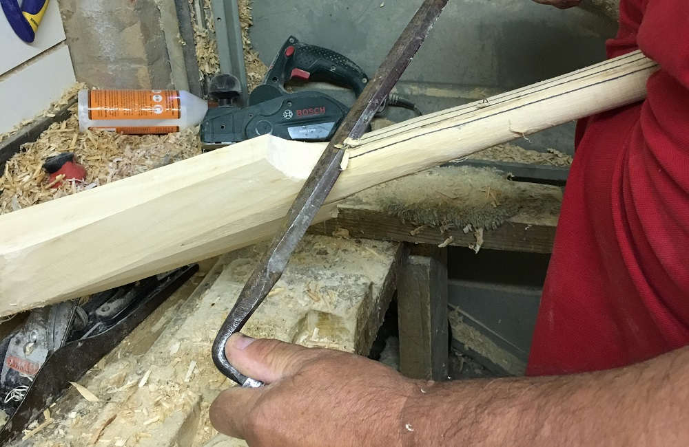 Solitaire Shaping Cricket Bat with Drawknife